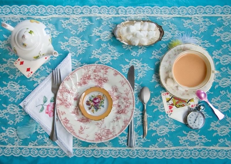 4_fictitious-dishes-alice-wonderland