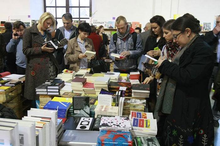 Стенд російських видавництв на Книжковому Арсеналі
