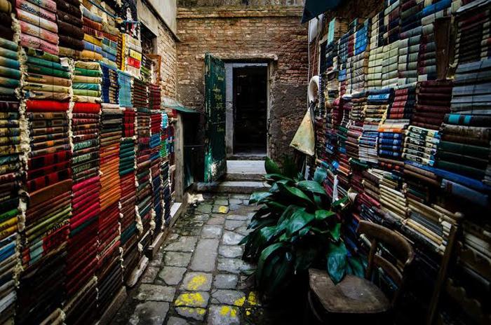 book_gondola_3