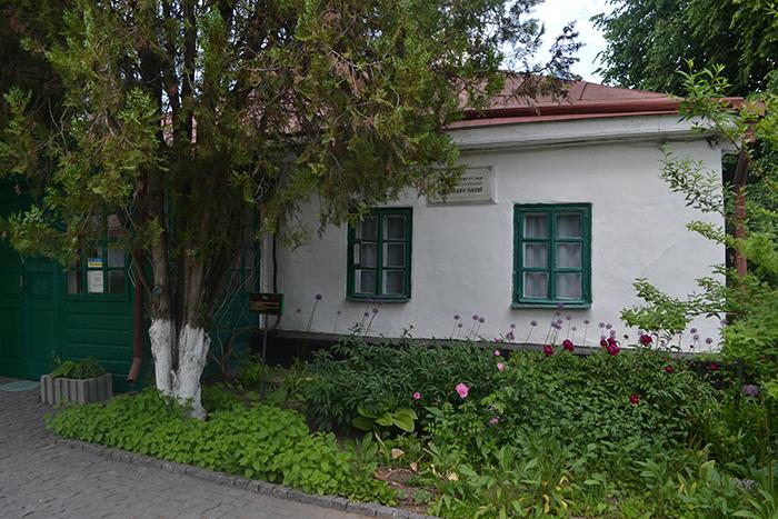 Музей Коцюбинського у Вінниці: квітучий острівець серед міських забудов